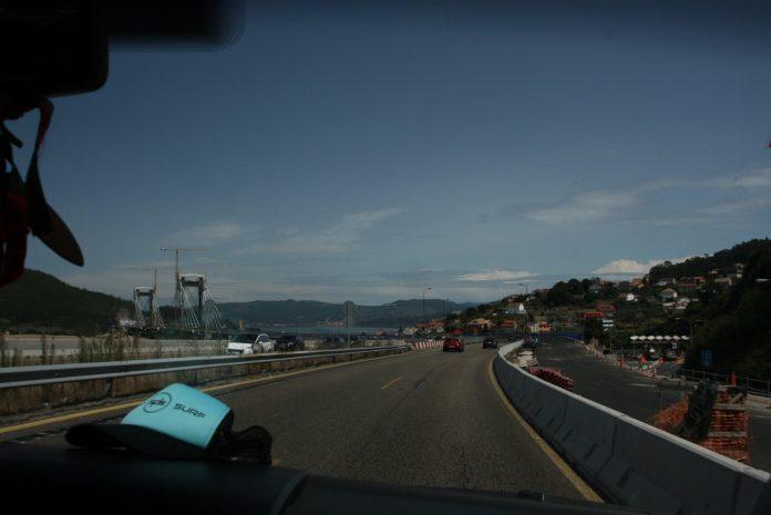 Ruta en furgo en carretera