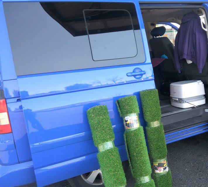 Rollos de césped artificial para furgoneta