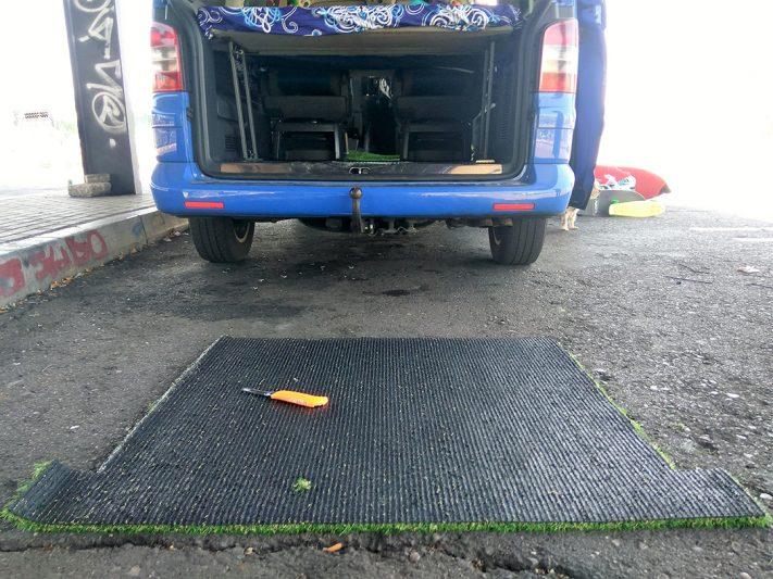 Pieza recortada para la parte trasera de la furgoneta