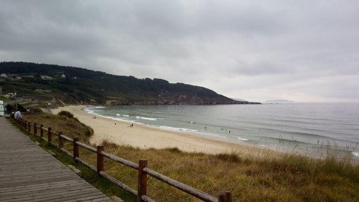 Surfear en Semana Santa en playa de Razo